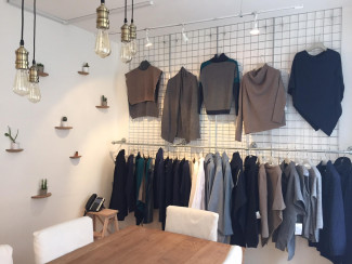 Custom display clothing rails