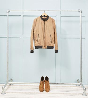 Simple freestanding clothing rail