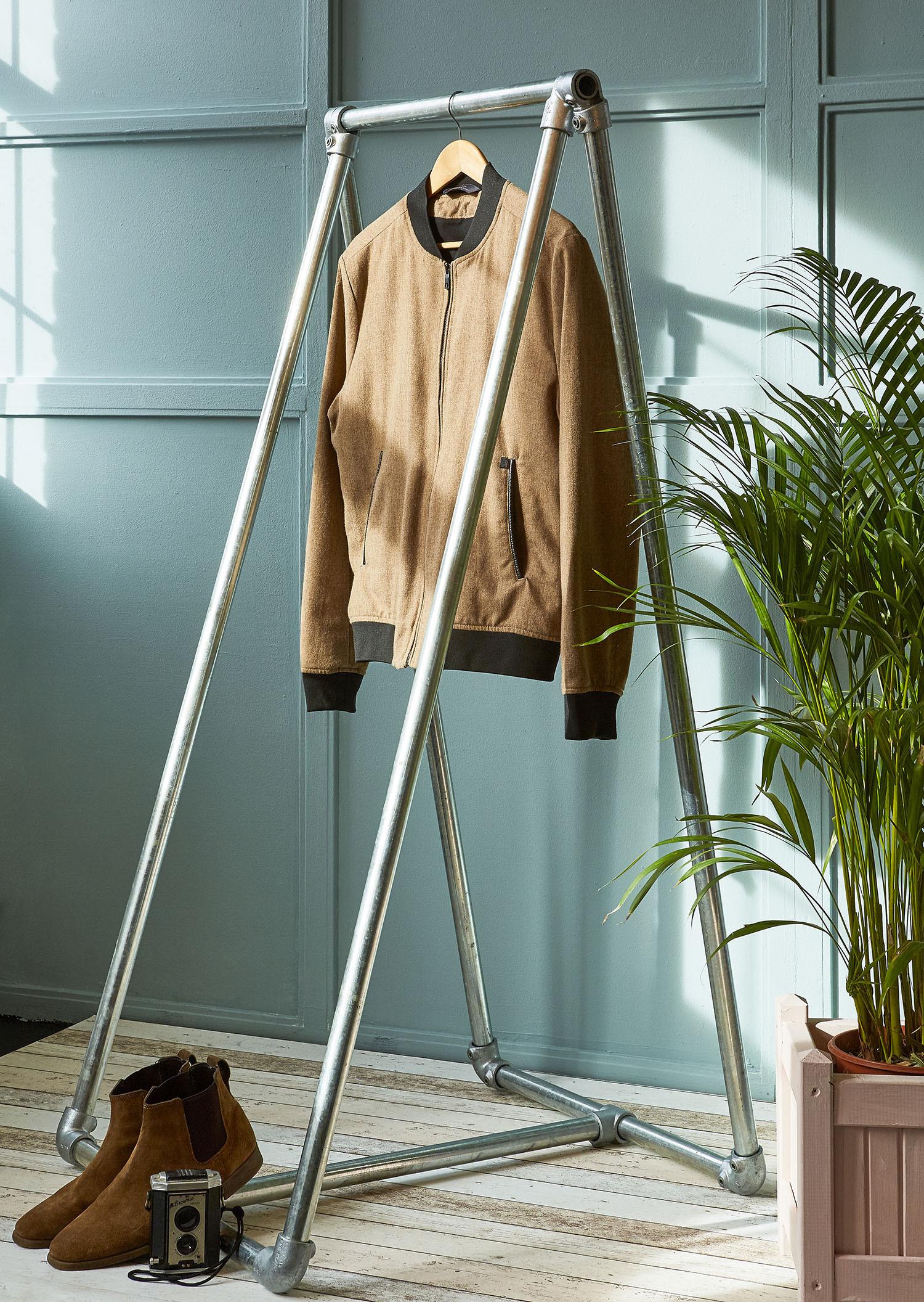 Freestanding A-frame clothing rail