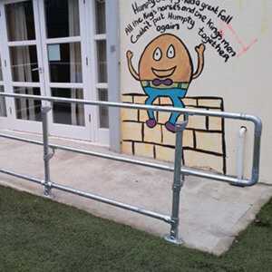 Access handrail system installed in front of a school