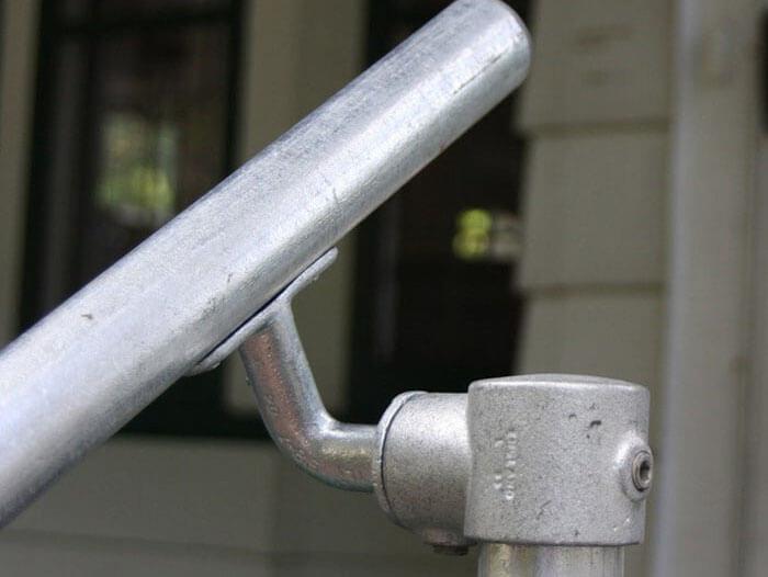 adjustable bracket for handrails