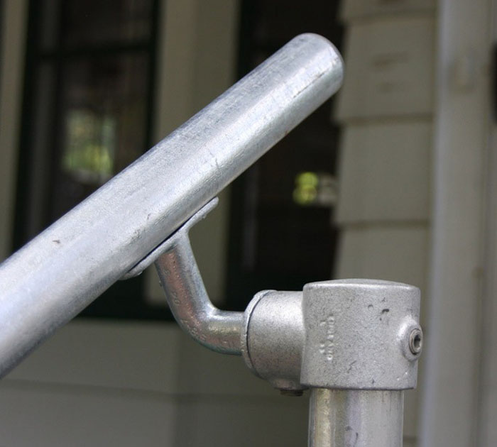 adjustable bracket for handrails