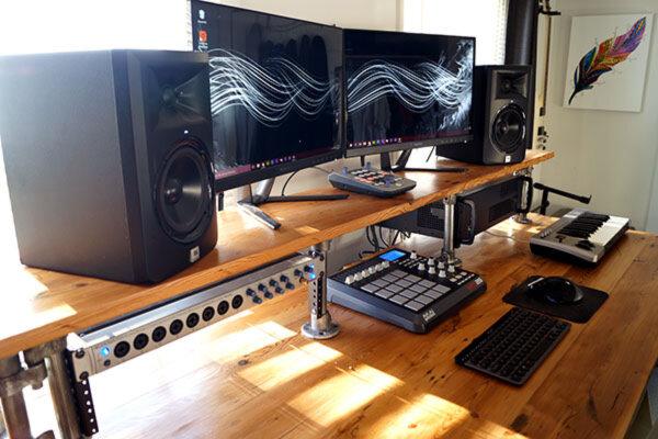 home recordig studio desk