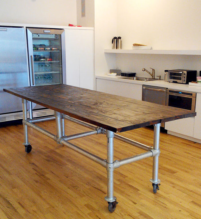 Rolling kitchen prep table